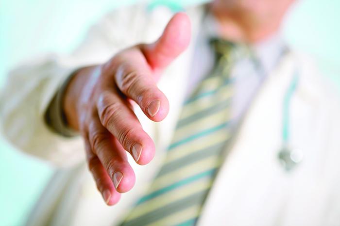Какой доктор лечит от алкоголизма